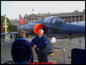 Notre guide Bernard lors de l'exposition des 100 ans du GIFAS sue les Champs-Elysées en 2008.