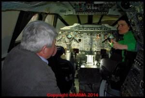 Alexandra avec l'ancien ministre Jean-Claude Gayssot dans le cockpit du Sierra Delta.