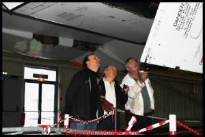 A droite Yves Bioret, arrivé en 2013, avec Philippe Gebarowski et Patrick Sevestre, examinent un moteur.