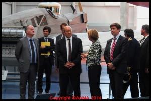 Catherine Maunoury fait la visite du Musée à son ministre de tutelle Jean-Yves Le Drian.