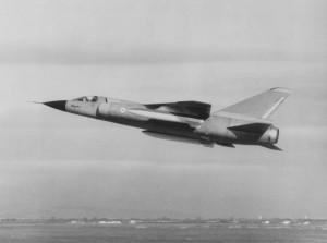 2014 Mirage IIIF2 01 équipé de 2 bidons