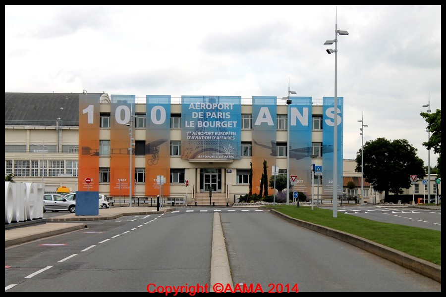 C'est affiché sur ce bâtiment. 100 ans pour le Bourget.