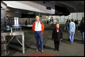 A la sortie des Concorde deux bénévoles se relayent.