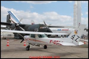 Un Cessna 152 surveillé par le Transall du Musée.