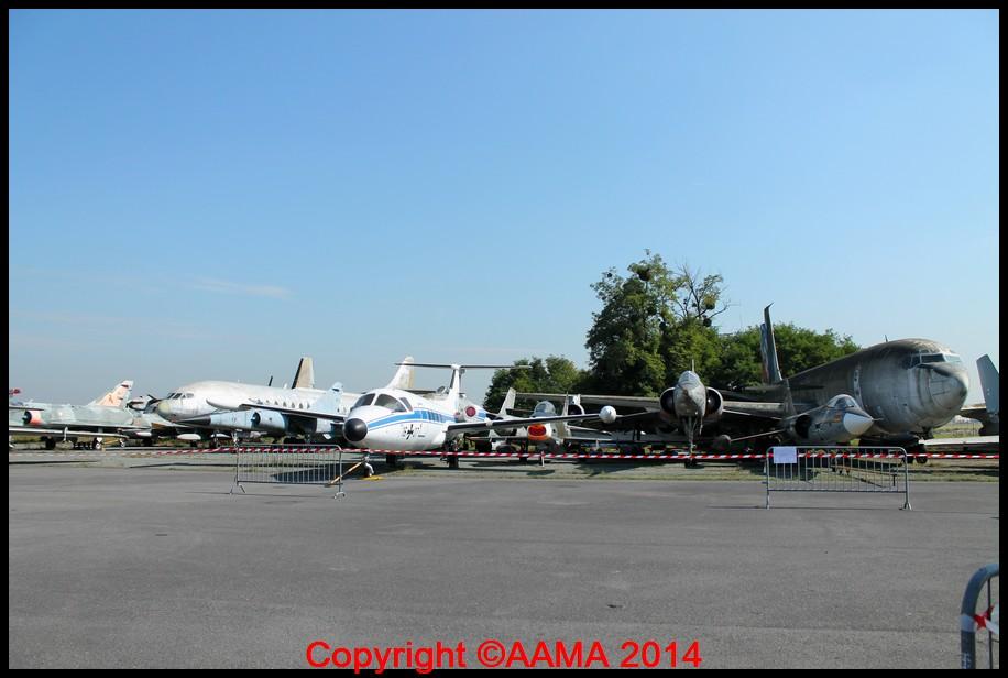 Vue partielle des avions exposés à Dugny.