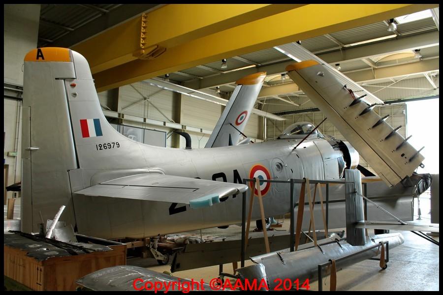 Le Douglas Skyraider avec ses ailes repliées