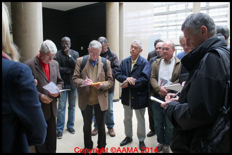 Nos guides prennent des notes dès le début de la visite.