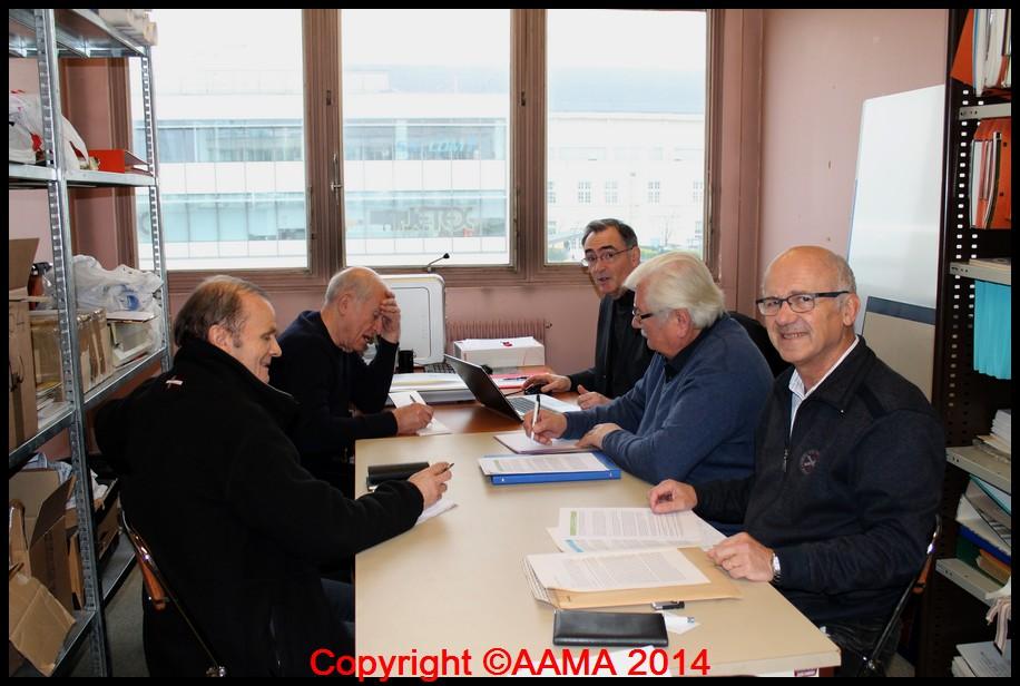 Au même moment le comité de rédaction de Pégase. De gauche à droite : Roger, Michel, Alain (rédacteur en chef), Alfred et Pierre