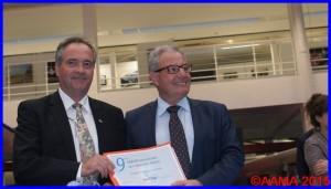 Yannick Batogé recevant le prix Dassault Aviation