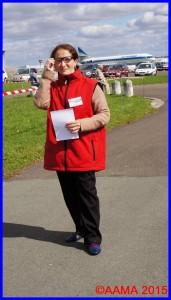 Notre bénévole Aldjia à l'accueil des visiteurs à Dugny