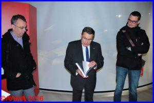 Gilles Aubagnac présentant le livre à la presse