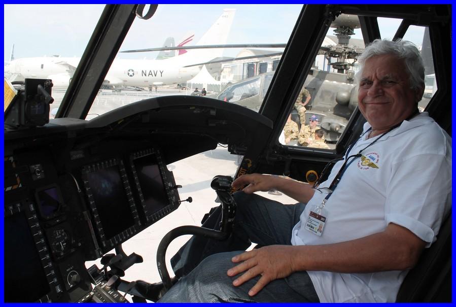 """Jean heureux de """"piloter"""" le Chinook"""